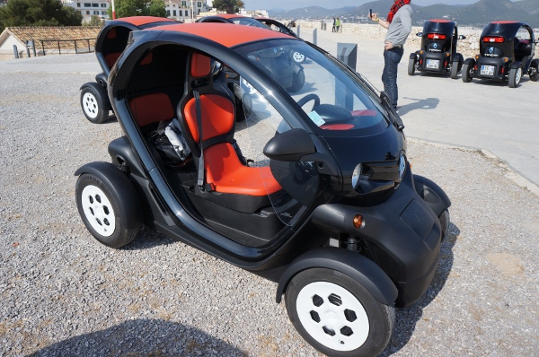 voiture electrique twizy renault twizy technic with voiture electrique twizy top jours en. Black Bedroom Furniture Sets. Home Design Ideas