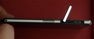 Sony Mobile Xperia Z2 tranche gauche cache ouvert