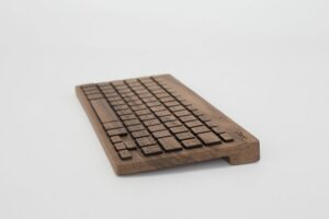walnut-wood-keyboard-side_1024x1024
