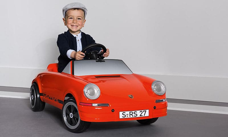 Jouet Porsche, l'idée jouet du jour, faites plaisir aux pilotes de 18 mois à 5 ans!