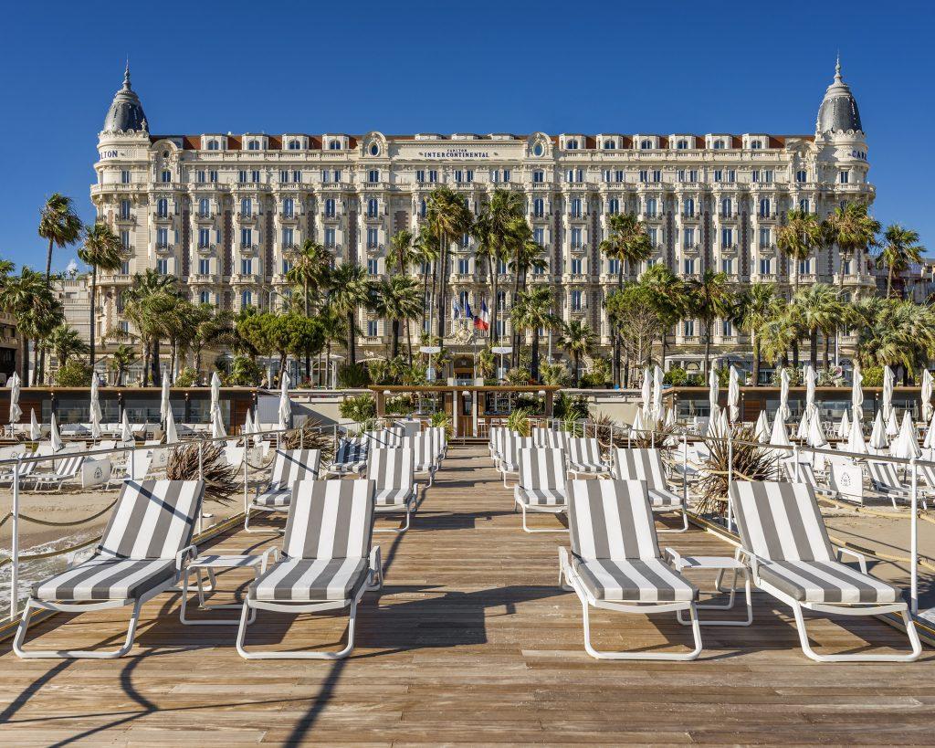 L'attribut alt de cette image est vide, son nom de fichier est Carlton-Cannes-The-Beach-Club-©Romeo-Balancourt-2-1024x819.jpg.