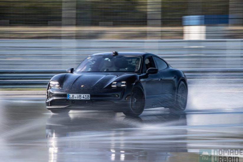 Le record du plus long drift par une voiture électrique explosé par la Porsche Taycan en 55 mn !